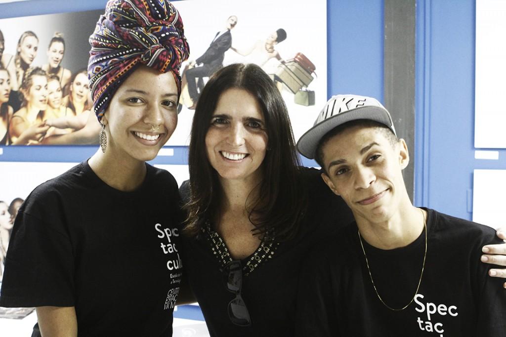 A madrinha Malu Mader visitou a mostra ao lado dos afilhados Marcely Azevedo e Ramon da Silva