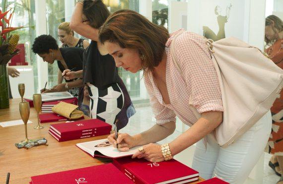 6ad65e1a5fb Renda com as vendas do livro será revertida para a Spectaculu. A rede de  joalherias Amsterdam Sauer ...