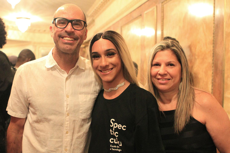 7af286a3871 O padrinho Vicente de Paulo e a aluna Allana Bastos. (Créditos  Julianne  Gouveia   Spectaculu)